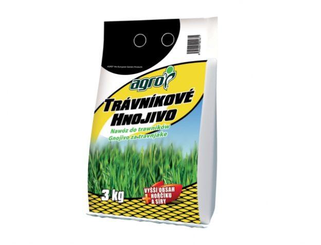 Jak na jaře použít hnojivo na trávník